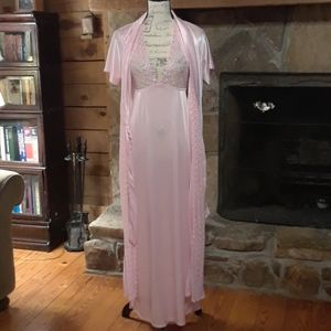 Lacy pink robe & nightgown set
